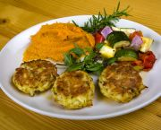 Fresh Jumbo Lump Crab Cakes (seasonal) - Basnight's Lone Cedar