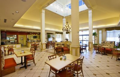 Dining room at Hilton Garden Inn Outer Banks/Kitty Hawk